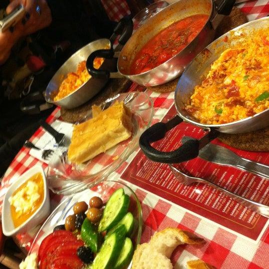 12/16/2012 tarihinde Sonay G.ziyaretçi tarafından Café Faruk'de çekilen fotoğraf
