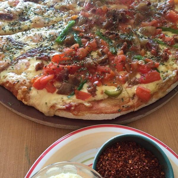 Foto tomada en Pizzeria La Torre por Carlos d. el 8/16/2015