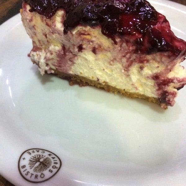Café estiloso e muita comida boa ! Bom p um café rápido e também almoço . Atenção para o cheesecake de frutas vermelhas .