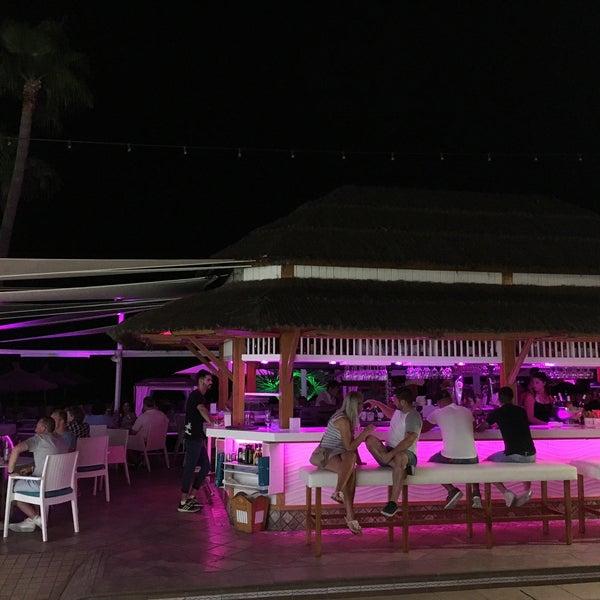 Foto tomada en Playa Miguel Beach Club por Zakaria E. el 7/18/2016