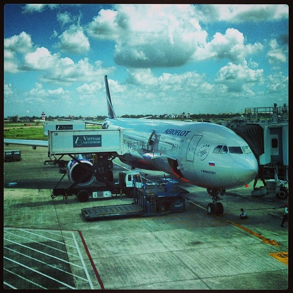 Photo taken at Tan Son Nhat International Airport (SGN) by elstoly on 5/27/2013