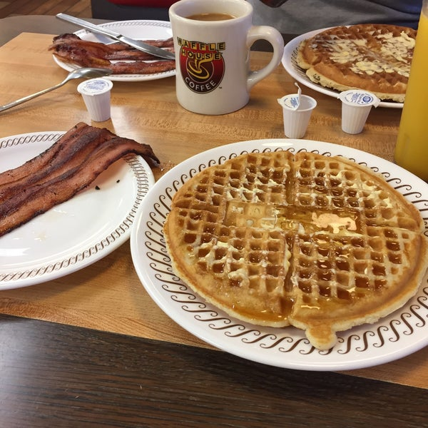 Photo taken at Waffle House by Daniela S. on 4/19/2017