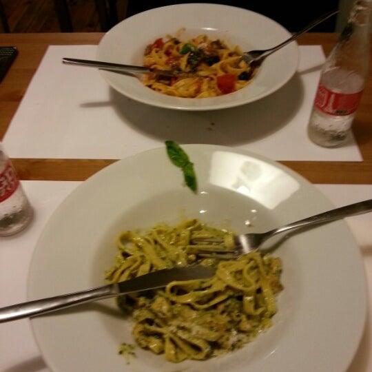 12/8/2012 tarihinde Darth Sidiousziyaretçi tarafından Semolina Kafe & Restoran'de çekilen fotoğraf