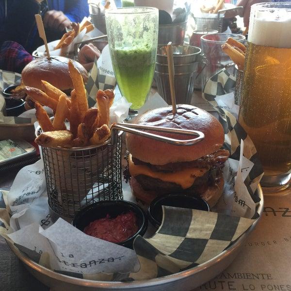 Foto tomada en La Maestranza Sandwich & Burger Bar por Gabriel R. el 9/6/2016