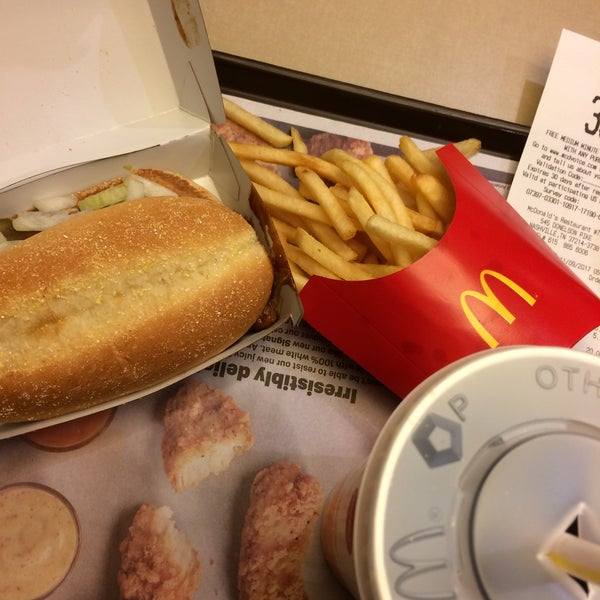 Mcdonald 39 s fast food restaurant for Fast food open on thanksgiving 2017