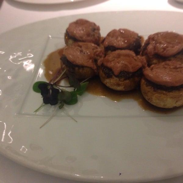 Foto tomada en M29 Restaurante Hotel Miguel Angel por Carlos M. el 9/21/2013