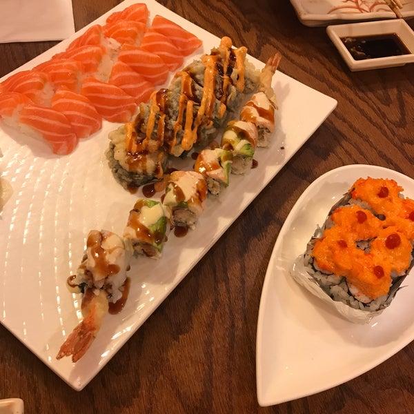 รูปภาพถ่ายที่ Samurai Sushi โดย Julie M. เมื่อ 8/17/2017