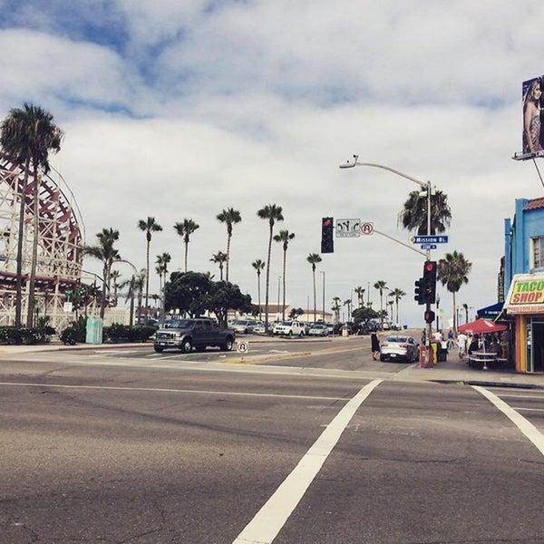 Foto tirada no(a) Mission Beach Park por Ariel L. em 9/25/2015