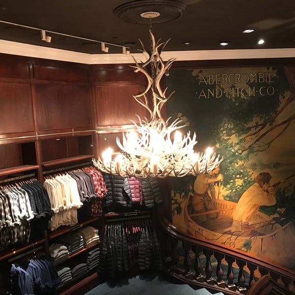 Photo taken at Abercrombie & Fitch by Alex C. on 9/26/2017