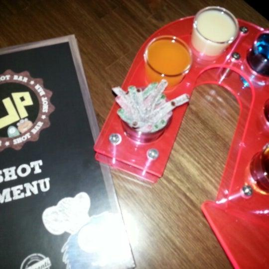12/29/2012 tarihinde Ahmet Ç.ziyaretçi tarafından Up Shot Bar'de çekilen fotoğraf