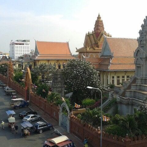Photo taken at Amanjaya Pancam Suites Hotel by Emilie M. on 3/25/2013