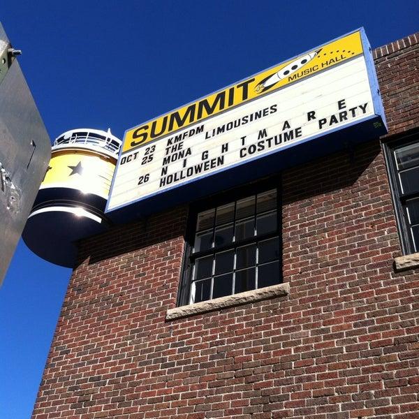 รูปภาพถ่ายที่ Summit Music Hall โดย James M. เมื่อ 10/23/2013