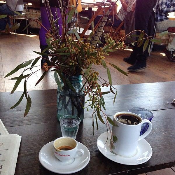 Foto tomada en Gaslight Coffee Roasters por Eric P. el 4/26/2013
