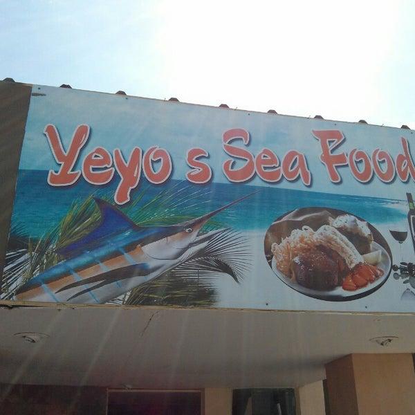 Foto scattata a Yeyo's Sea Food da Ivan M. il 7/3/2013