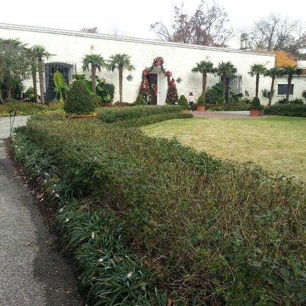 Foto tirada no(a) Dallas Arboretum and Botanical Garden por Real Posh M. em 11/26/2013