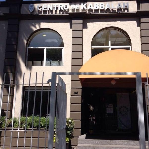 Foto tomada en Centro de Kabbalah, Librería Polanco por @TrejoMD🌸 el 4/10/2014