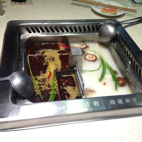 Photo taken at Hai Di Lao by Min Min Y. on 11/9/2012