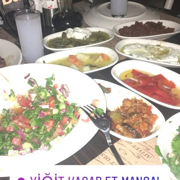3/30/2018 tarihinde Gizem A.ziyaretçi tarafından Yiğit Kasap Et & Mangal'de çekilen fotoğraf