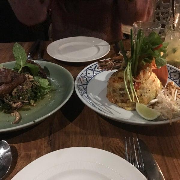 Foto tomada en Thai Villa por Seraphina L. el 4/19/2018