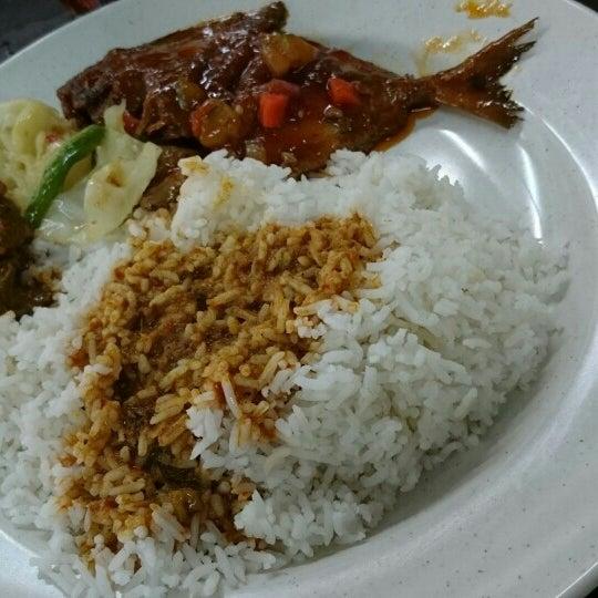 Photo taken at Restoran Anjung Merah by Nurul S. on 9/14/2016