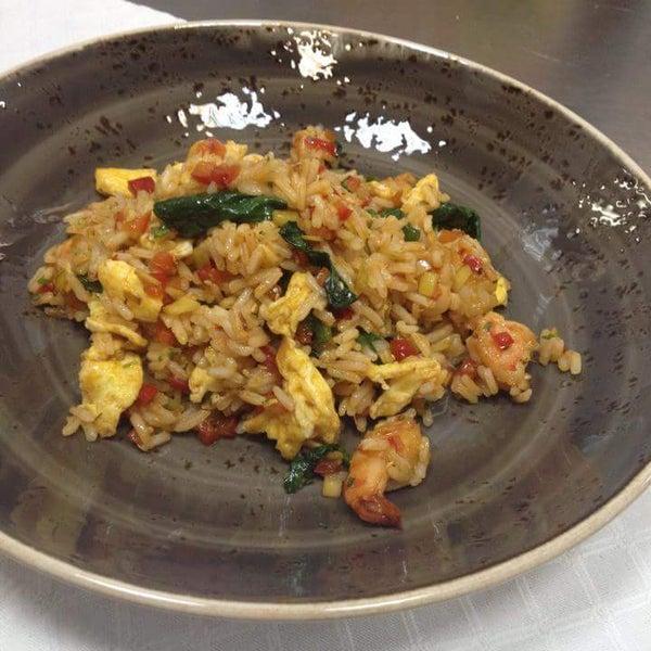 Рис с креветками - отлично. Нежные креветки и немного острый рис.