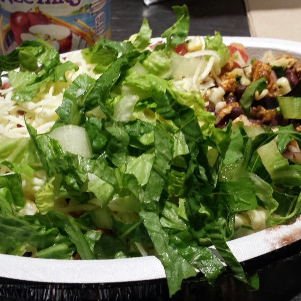 Photo taken at Chipotle Mexican Grill by Frederic D. on 12/19/2014