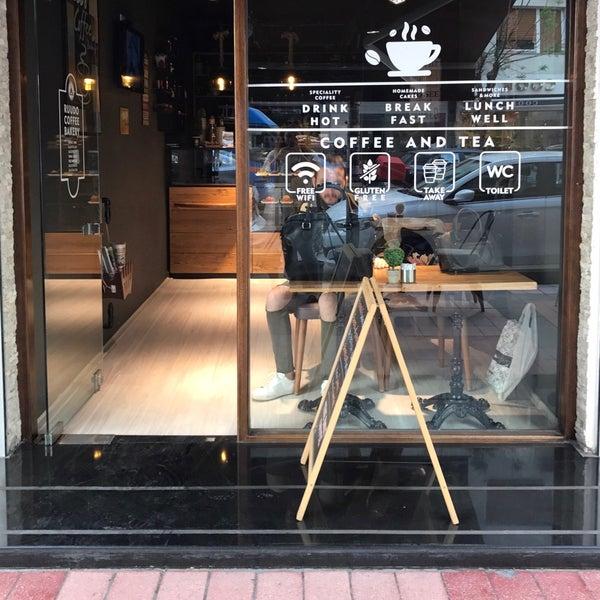 4/13/2017 tarihinde Büşra U.ziyaretçi tarafından Ruudo Coffee & Bakery'de çekilen fotoğraf