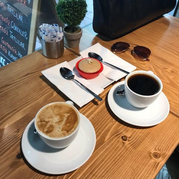 Tatlıları tamamen glütensiz ve şekersiz. Tatlı krizlerine sağlıklı çözüm.😉 Kahveleri de çok lezzetli. 👏🏻😊