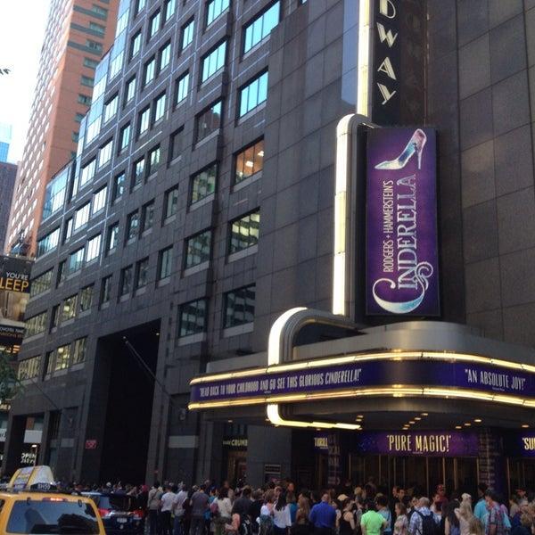 6/19/2013にLanisa F.がBroadway Theatreで撮った写真