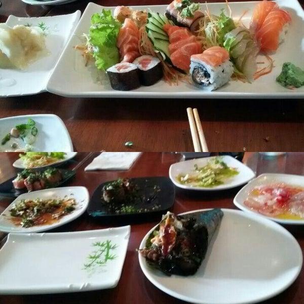 รูปภาพถ่ายที่ Saikou Sushi โดย Carla B. เมื่อ 10/20/2015