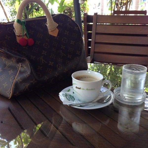 Photo taken at Café Amazon by Yingyui K. on 12/15/2013
