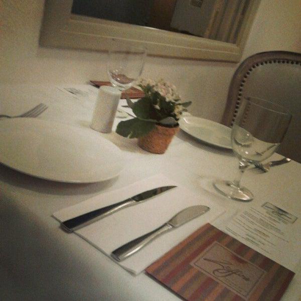 Foto tirada no(a) Zeffiro Restaurante por Dan I. em 1/23/2013