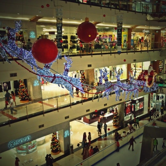 Photo taken at Pondok Indah Mall 2 by Ovilia F. on 12/22/2012
