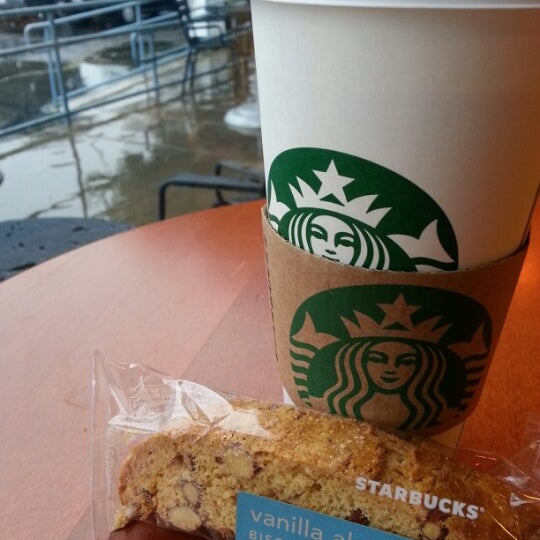 Photo taken at Starbucks by Roanne D. on 1/27/2013