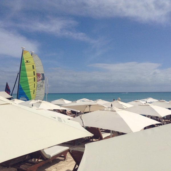 Foto tomada en Kool Beach Club por Adrián V. el 10/25/2014