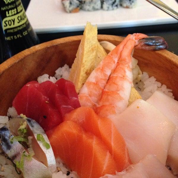 Photo taken at Masamoto Sushi & Asian Grill by Maya C. on 8/7/2014