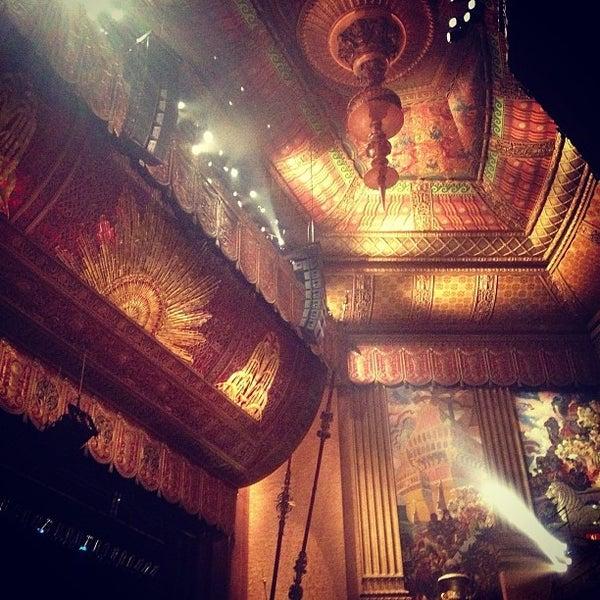 รูปภาพถ่ายที่ Beacon Theatre โดย Gaby M. เมื่อ 2/20/2013