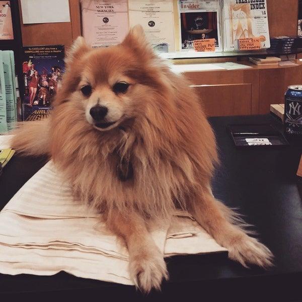 Foto tomada en Drama Book Shop por Judy L. el 4/17/2015