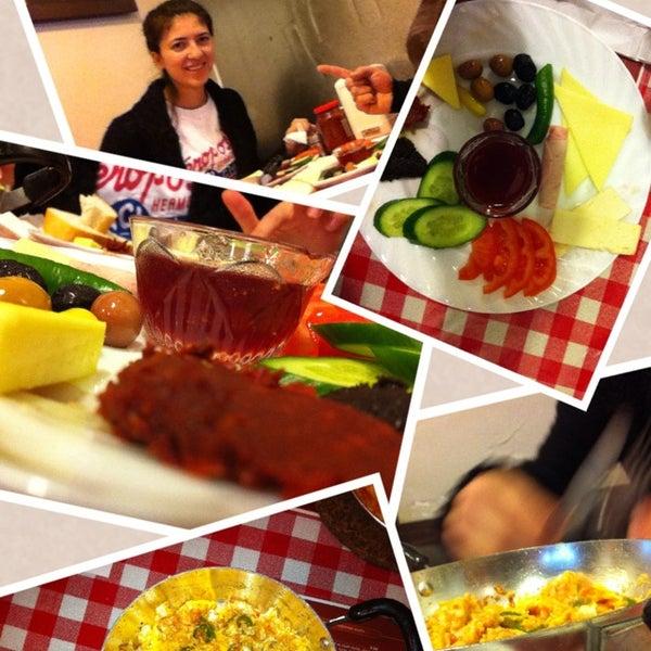 1/26/2013 tarihinde Yamen Yiğit K.ziyaretçi tarafından Café Faruk'de çekilen fotoğraf