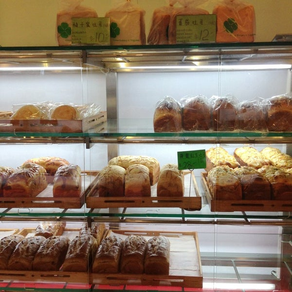 Photo taken at Ueno Bakery & Enzyme 上野酵素麵包生活館 by ttocS e. on 1/30/2014