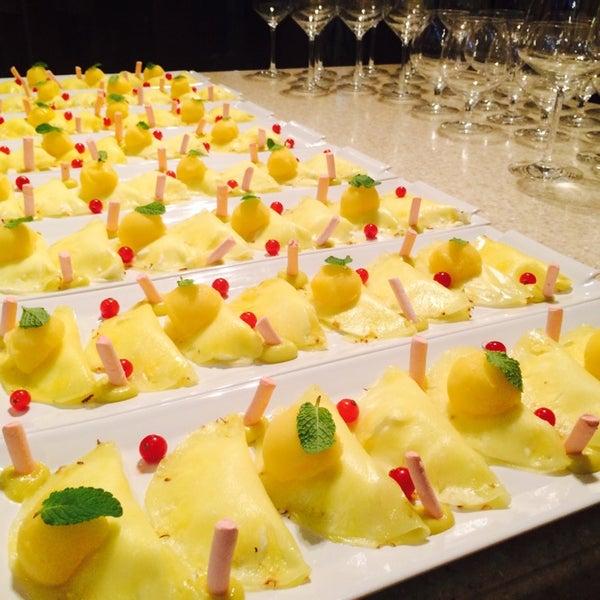 """Спрашивайте десерт от Шефа """" лимонное парфе в ананасе """" сумасшедший десерт !"""