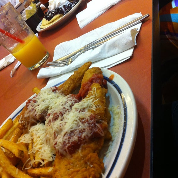 Photo taken at IHOP by Citlalli H. on 6/23/2013