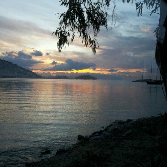 1/25/2013 tarihinde Arzu Ü.ziyaretçi tarafından Cafe Marin'de çekilen fotoğraf