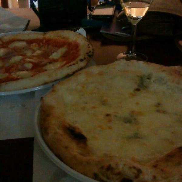 Foto tomada en Pizzeria O' Vesuvio Napoletana Forno Legna por Julia el 7/10/2013