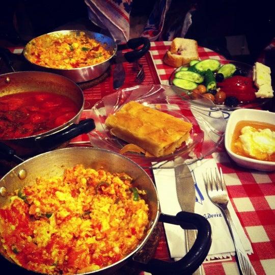 12/16/2012 tarihinde Nilay S.ziyaretçi tarafından Café Faruk'de çekilen fotoğraf