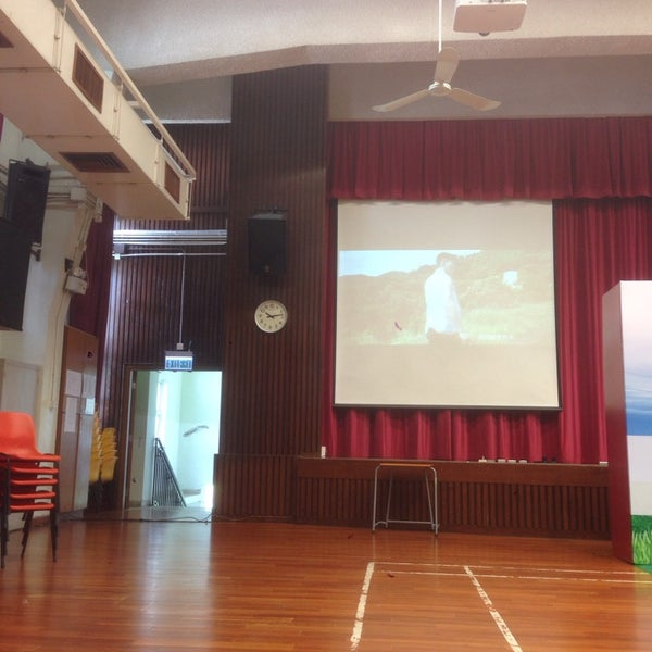 Photo taken at Ho Fung College (sponsored by Sik Sik Yuen) 可風中學(嗇色園主辦) by KC K. on 10/18/2014