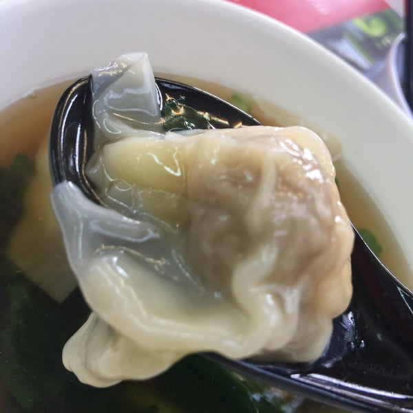 Photo taken at Restoran Chan Meng Kee (陈明记面家) by Annie L. on 7/6/2017