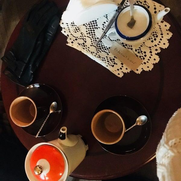 Мега уютное место с вкусным кофе и вкусняшками. Атмосфера это самое ключевое в этом заведении.