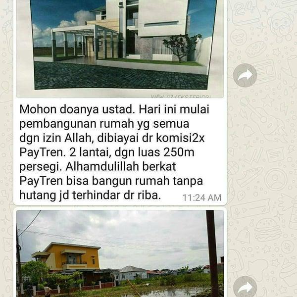 Photo taken at Bundaran Hotel Indonesia (Monumen Selamat Datang) by Riky P. on 5/23/2017