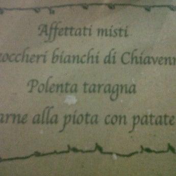 รูปภาพถ่ายที่ Crotto Al Prato โดย Moni B. เมื่อ 10/8/2011